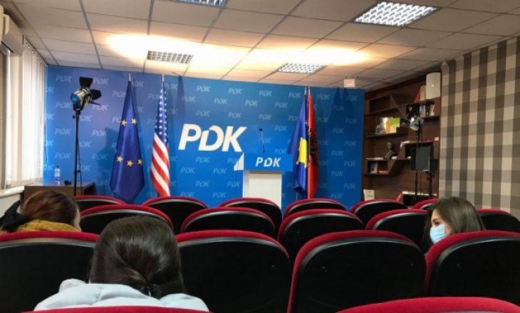 PDK: Qeveria e shkarkuar po tregohet e vonuar dhe e mangët me testet për koronavirus