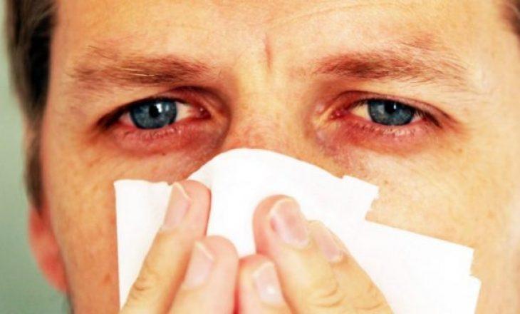 Infermierja zbuloi një simptomë të re të koronavirusit