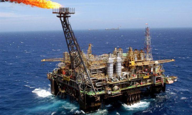 Tregu i naftës hyn në deficit