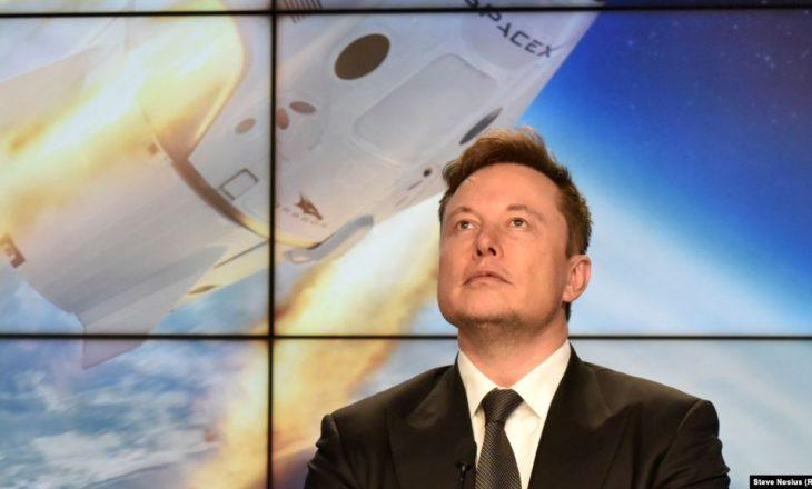 """Miliarderi Elon Musk kritikon rregullat """"fashiste"""" të izolimit"""