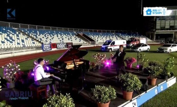 Sabri Fejzullahu me koncert në Prishtinën e zbrazët