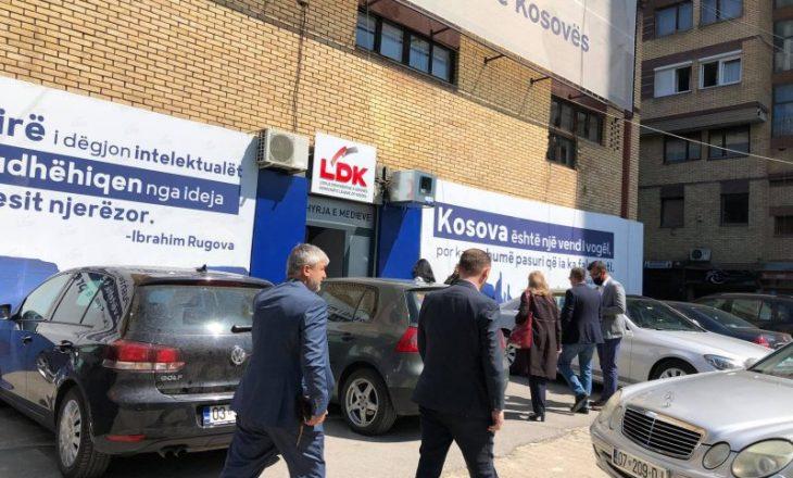 Nis mbledhja e LDK-së ku Mustafa ua shpalos deputetëve detajet për Qeverinë e re