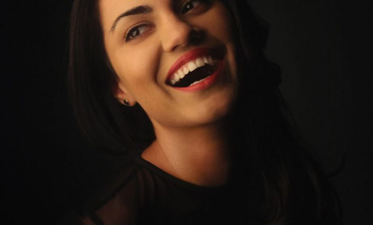 Anjeza Shahini rikthehet me këngë të realizuar në shtëpi