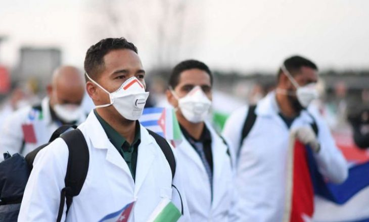 Mjekët kubanezë ndihmojnë Afrikën e Jugut në luftën kundër koronavirusit