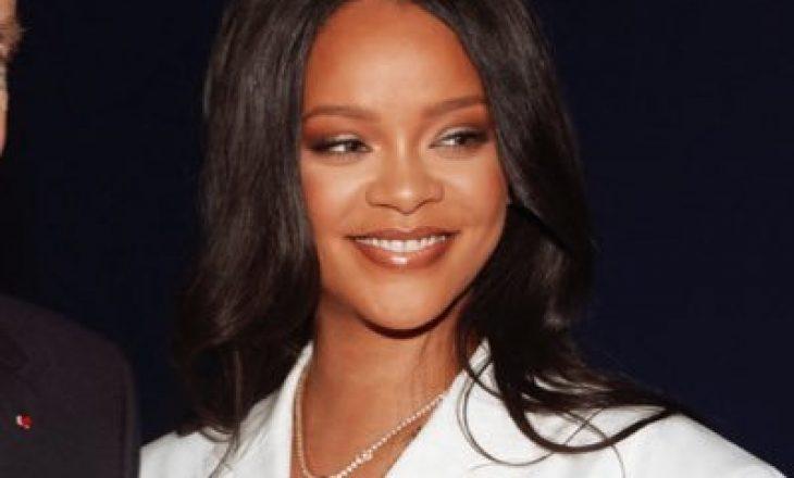 Rihanna e ashpër ndaj fansave: Mos më pyesin për albumin, unë po mundohem të shpëtoj botën