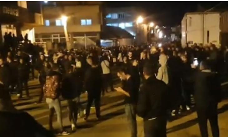"""Në Shkup tre persona u arrestuan për shkeljen e """"orës policore"""", banorët dalin në rrugë"""