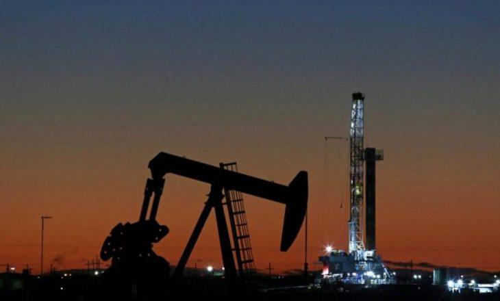 Çmimi i naftës shkon në nivelin më të ulët që nga viti 2002