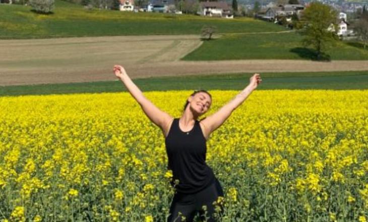 Genta Ismajli jo në karantinë, por në fushë me lule!