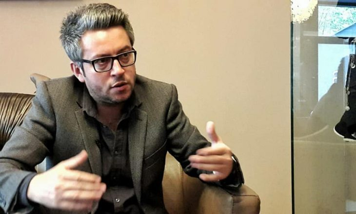 Artan Mustafa: Qeveria Kurti do të konsolidohej si populiste e djathtë
