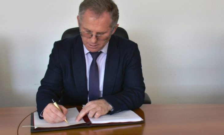 Ministri Bislimi nënshkruan marrëveshje me Komisionin Evropian