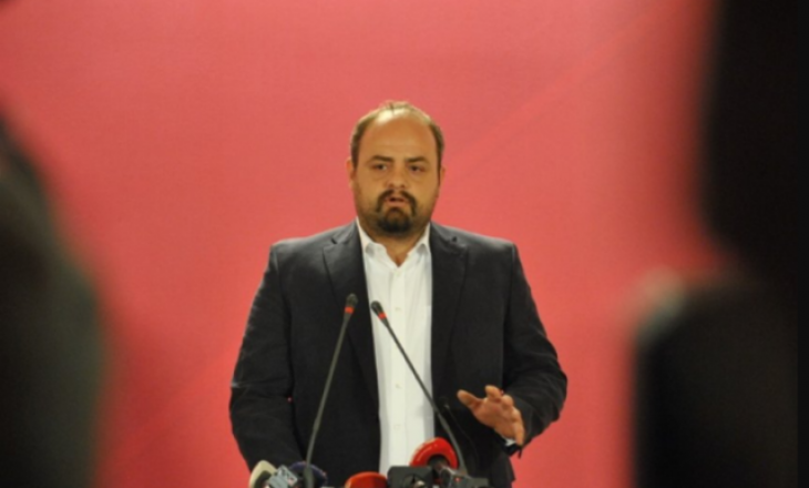 Radikali Boiken Abazi bënë thirrje që njerzit të rrezikojnë shëndetin për Albin Kurtin