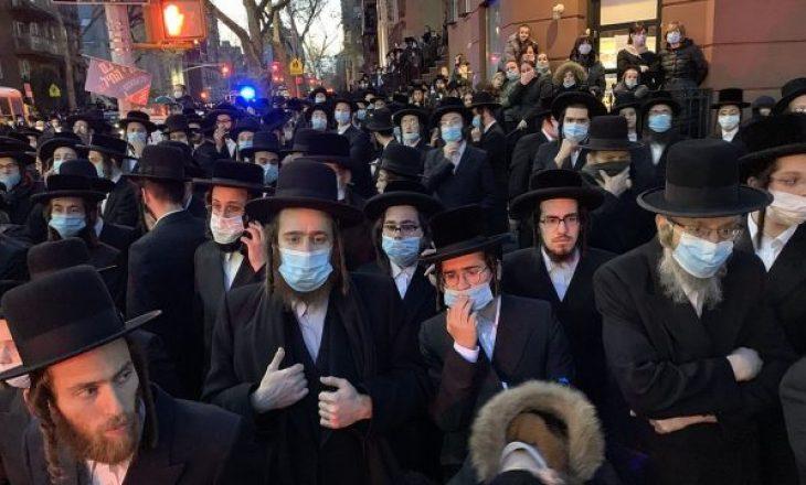 Kryetari i Nju Jorkut urdhëron arrestimin e pjesëmarrësve në varrimeve pas tubimit të çifutëve