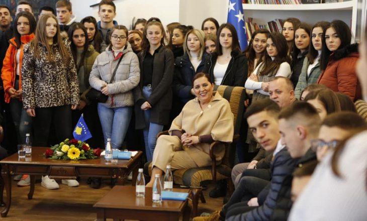 Ministria e Kulturës organizon aktivitete online për të rinjtë