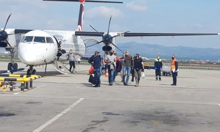 12 kosovarë arrijnë nga Varshava në Prishtinë me aeroplanin e EULEX-it