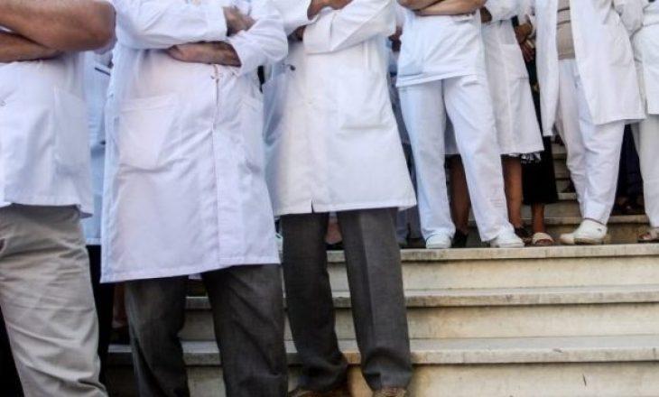 Pezullohet protesta e punëtorëve shëndetësorë