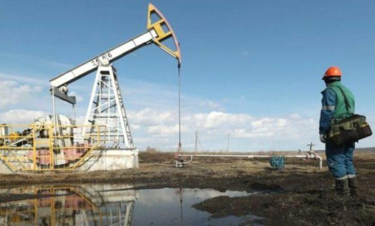 Vendet prodhuese të naftës arrijnë marrëveshje historike për zvogëlimin e prodhimit