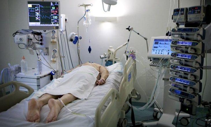 Përse shtrirja e pacientëve me koronavirus në stomak po ua shpëton jetën?