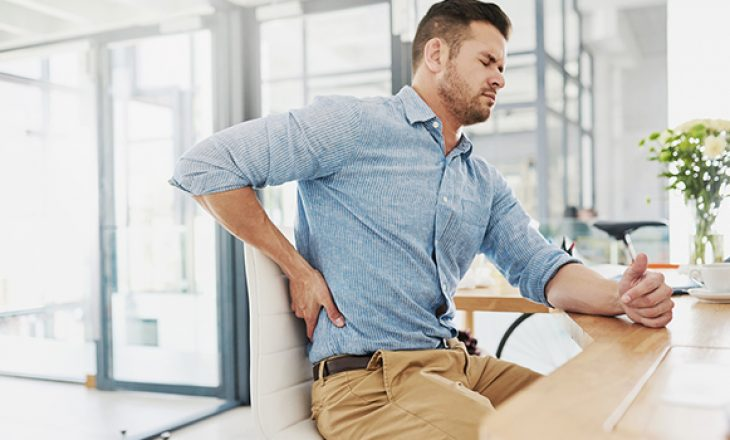Këshilla nga trajneri profesional për t'i shmangur dhimbjet e shpinës kur punoni nga shtëpia