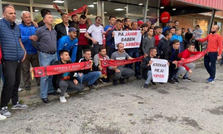 Protesta u realizua, 'Stuhia e Kuqe' kërkon kthimin e kryesisë së KF Arbëria