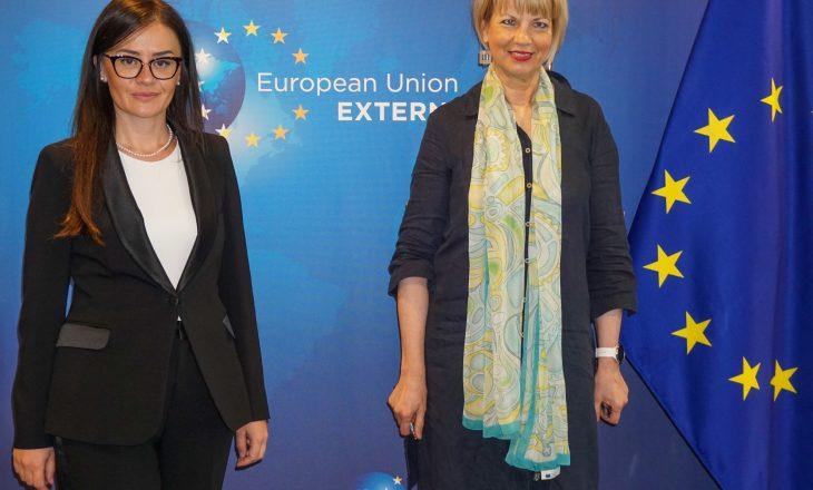 Meliza Haradinaj – Stublla takohet me Helga Schmid