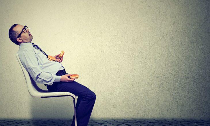 Si ta 'mashtroni' veten që të hani më pak?