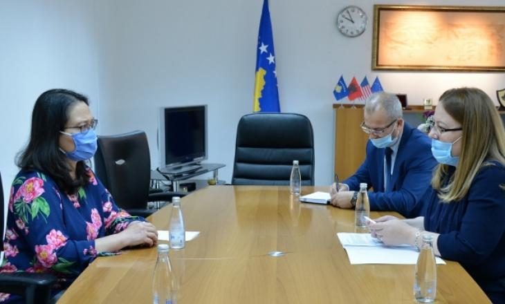 Hykmete Bajrami takon drejtoreshen e USAID-it flasin për rimëkëmbjen ekonomike