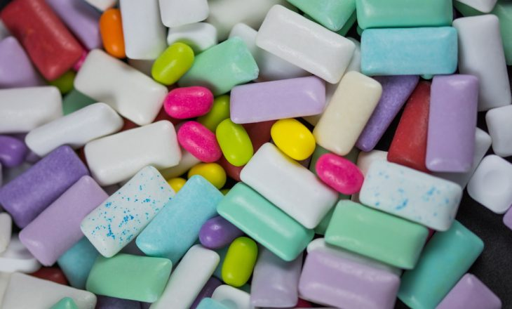Të gjithë i duam çamçakëzit, po a e dini çka përmbajnë?