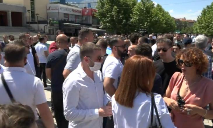 Estrada dhe pronarët e restorantëve protestojnë me kërkesë që të lejohen dasmat gjatë verës