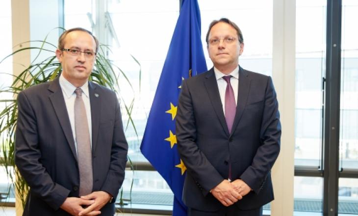 Hoti kërkon nga BE të heqë vizat për qytetarët e Kosovës