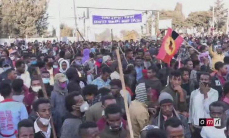 Vritet këngëtari i njohur – fillojnë protesta të përgjakshme