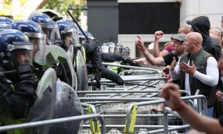 Londër: Mbi 100 të arrestuar pas përplasjes së dhunshme mes protestuesve dhe policisë
