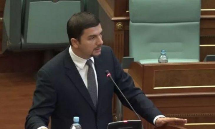 Debat i ashpër i Krasniqit me deputetin e LVV-së: Nga ti nuk frikësohet as lepuri