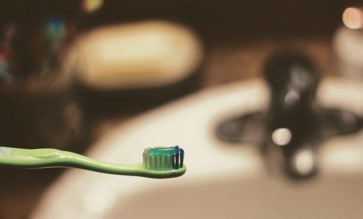 Shumë mënyra se si mund ta përdorni pastën e dhëmbëve