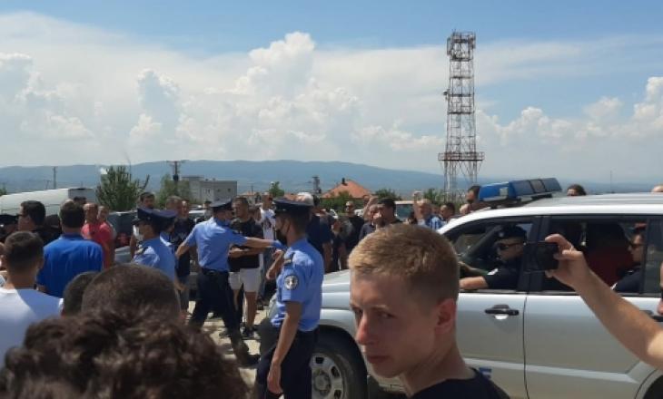 """Dy serbë shoqërohen në polici – provokuan derisa po festonin në """"Gazimestan"""""""