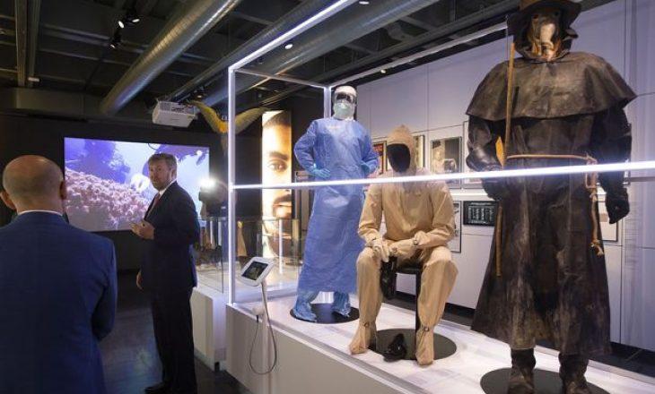 Është hapur muzeu i epidemive, ku në një prej sektorëve janë edhe maskat e vdekjes së viktimave të Covid 19