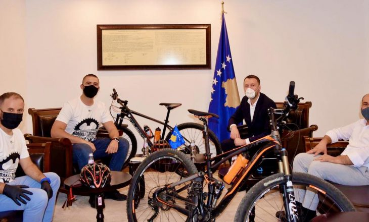 Minstri Abrashi premton më shumë investime për shtegun e çiklistëve