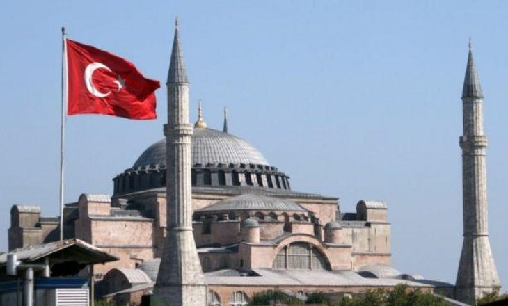 Turqia e shndërron në xhami katedralen muze të Stambollit