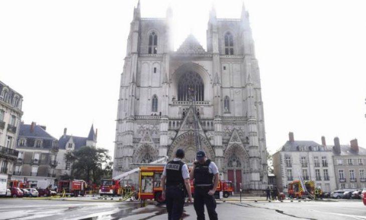 Katedralja e Saint Pierre dhe e Saint Paul Cathedral në flakë, dyshohet të jetë zjarrvënie e qëllimshme