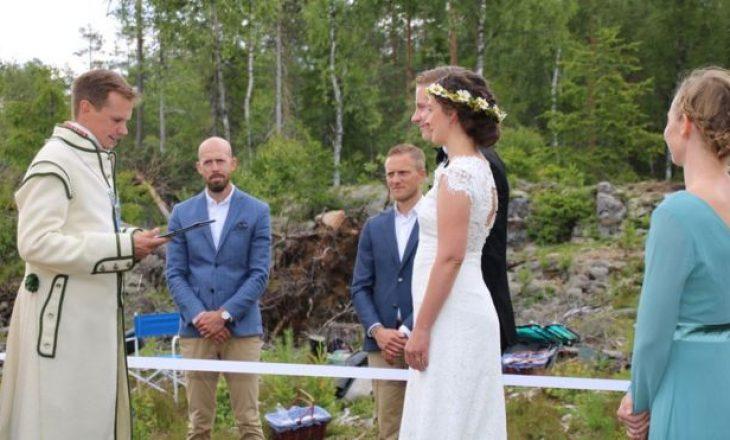 Dashuria sfidon pandeminë pa shkelje territoriale: Martesë e pazakontë në kufirin Suedi-Norvegji