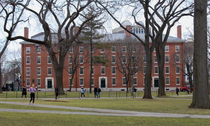 Studenti që mblodhi mbeturina për të paguar shkollën, pranohet në Harvard
