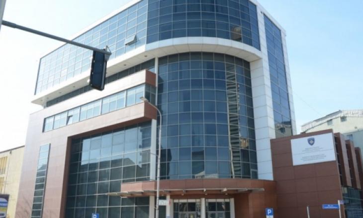 Dalin disa zyrtarë me COVID-19 – mbyllet Qendra e Regjistrimit të Automjeteve