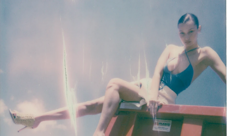 Gigi Hadid realizon set fotografish me motren Bella, kësaj radhe në cilësinë e fotografes