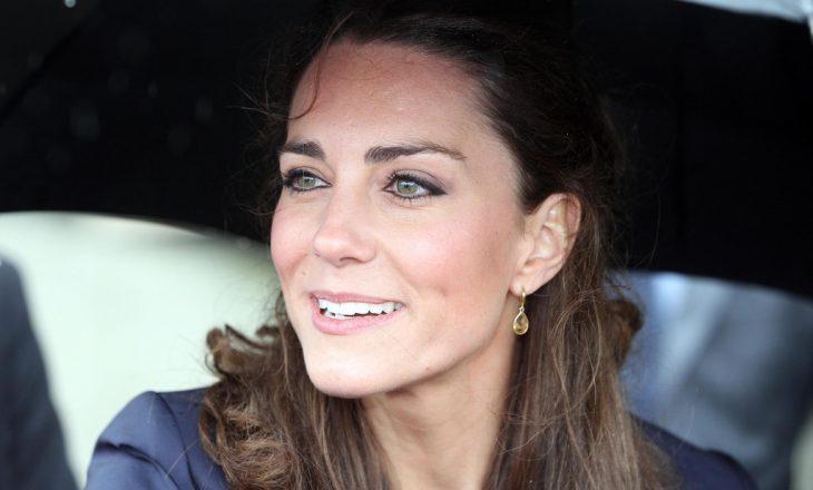 Vajza me ngjyrën e syve si Kate Middleton, ky është truku që ju mëson dukesha