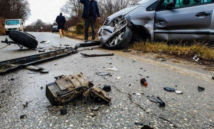 Vetura bie në përrua, katër të lënduar në aksidentin e ndodhur në Mramor të Prishtinës