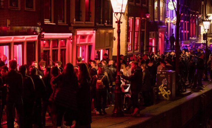 A do të mbijetojë lagjia e famshme e Amsterdamit me drita të kuqe në kohën e Covid-19