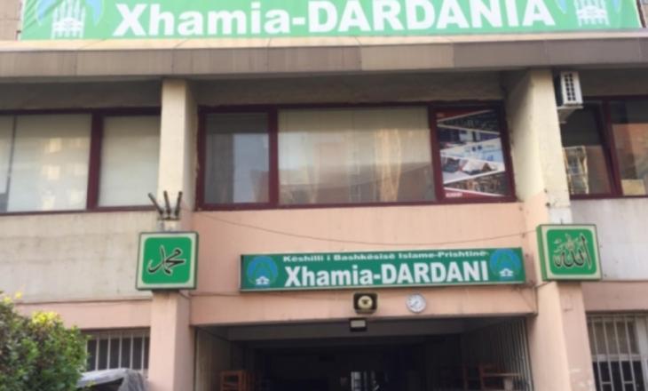 Besimtarët nuk lejohen të falin namazin e Bajramit në Xhaminë e Dardanisë në Prishtinë