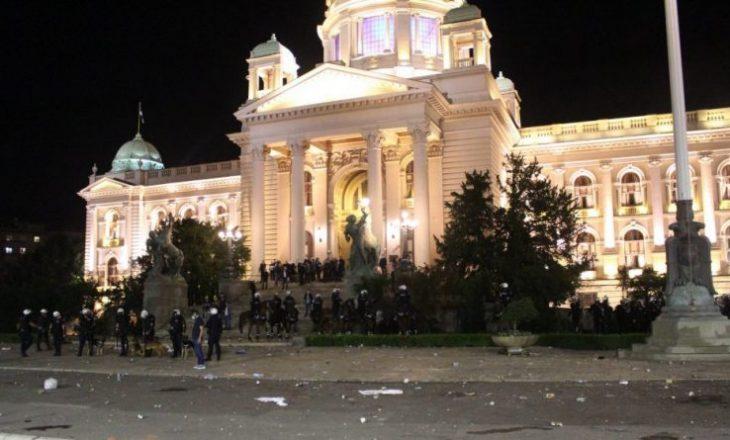 Dhuna para kuvendit – arrestohen 24 persona në Serbi
