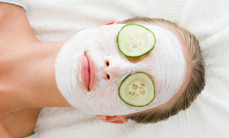 Tri lloje maskash për fytyrë që mund të bëni me artikuj ushqimor që tashmë janë në kuzhinën tuaj