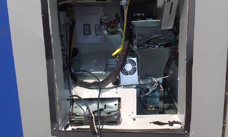 Komoran: Sulmohet me eksploziv dhe plaçkitet bankomati