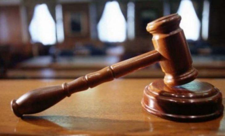 Një muaj paraburgim për vrasje të rëndë dhe dy tentim vrasje